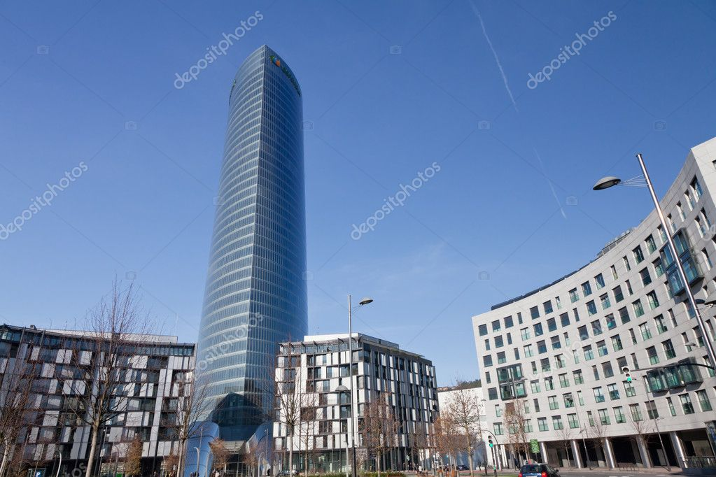 Rascacielos de oficinas en el centro de bilbao espa a for Oficina iberdrola madrid