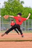 Throwing a Pitch Boy's Baseball — Stock Photo