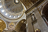 Saint Peter Cathedral in Vatican — 图库照片