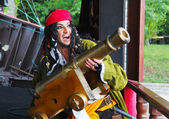 Actor in the guise of Jack Sparrow with a gun on a sailing ship — Stock Photo