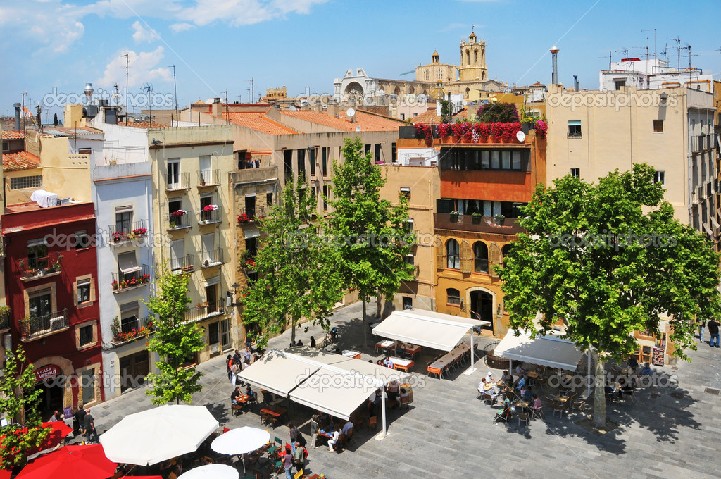 TARRAGONA, SPAIN - MAY 14: Placa del Rei and old town with Cathedral at the background on May 14, 2011. This square is located in the heart of the old town — Stock Photo #8055527