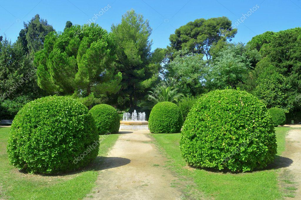 Jardines del palau reial de pedralbes de barcelona espa a for Jardines del palau