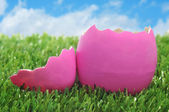 Pink easter egg on the grass — Stock Photo