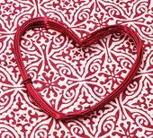 Rollo de alambre en forma de corazón — Foto de Stock