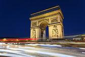 Arc de triomphe och bil lampor — Stockfoto