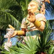 Statue and palm tree — Stock Photo