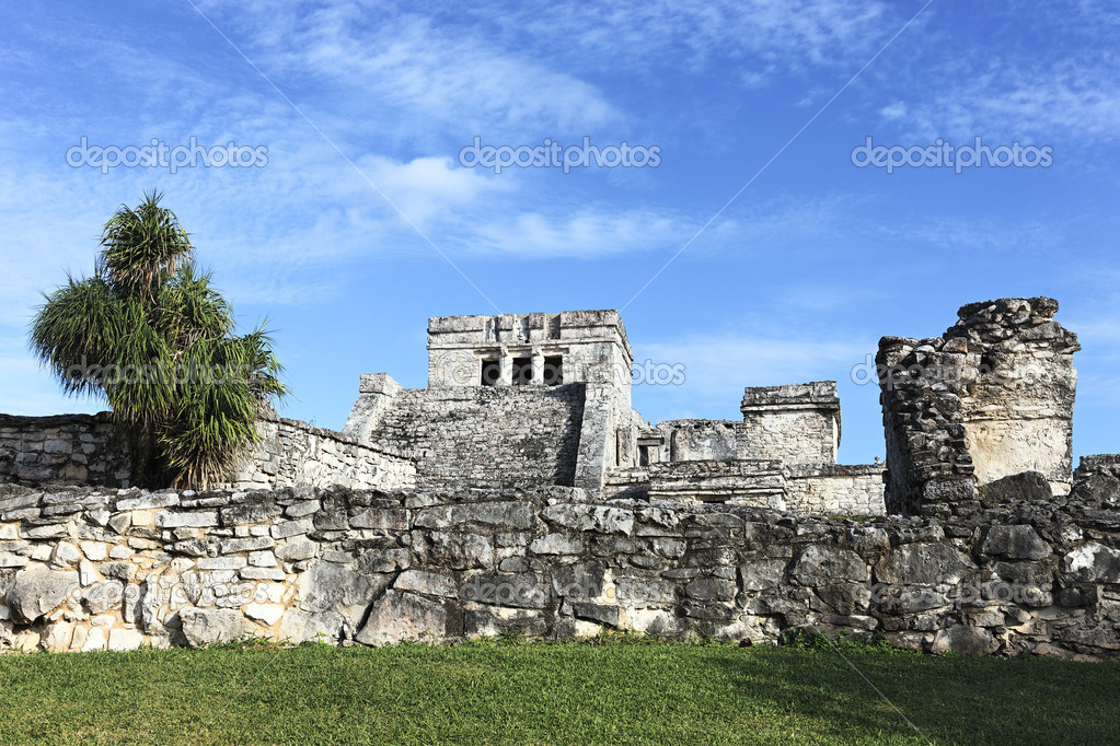 View of Tulum ruins in Mexico with blue sky — Stock Photo #9201748