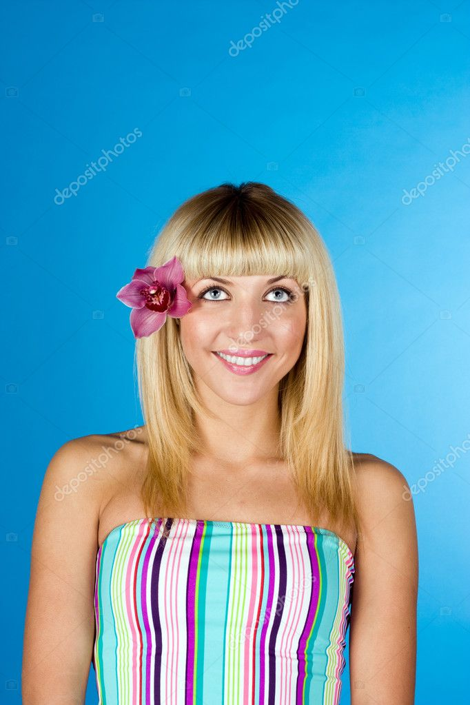 Portrait of a happy women with flower in her hair — Stock Photo #9070541