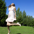 Beautiful girl jumping in the park — Stock Photo
