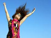 Snapshot beautiful dancing girl against the sky — Stock Photo