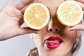 Portrait of woman, holding fresh lemon — Stock Photo