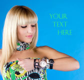 The blonde looks at the clock in the studio — Stock Photo