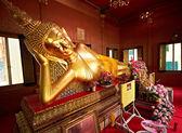 Reclining golden Buddha — Stock Photo