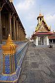 Linear perspective of Wat Phra Kaew columns — Photo