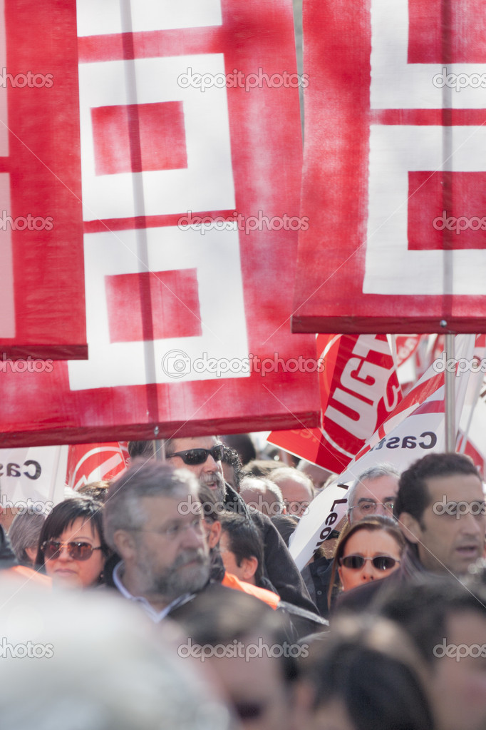 Protest march on February 19 against the latest labor reform approved by the Spanish government — Stock Photo #9100603