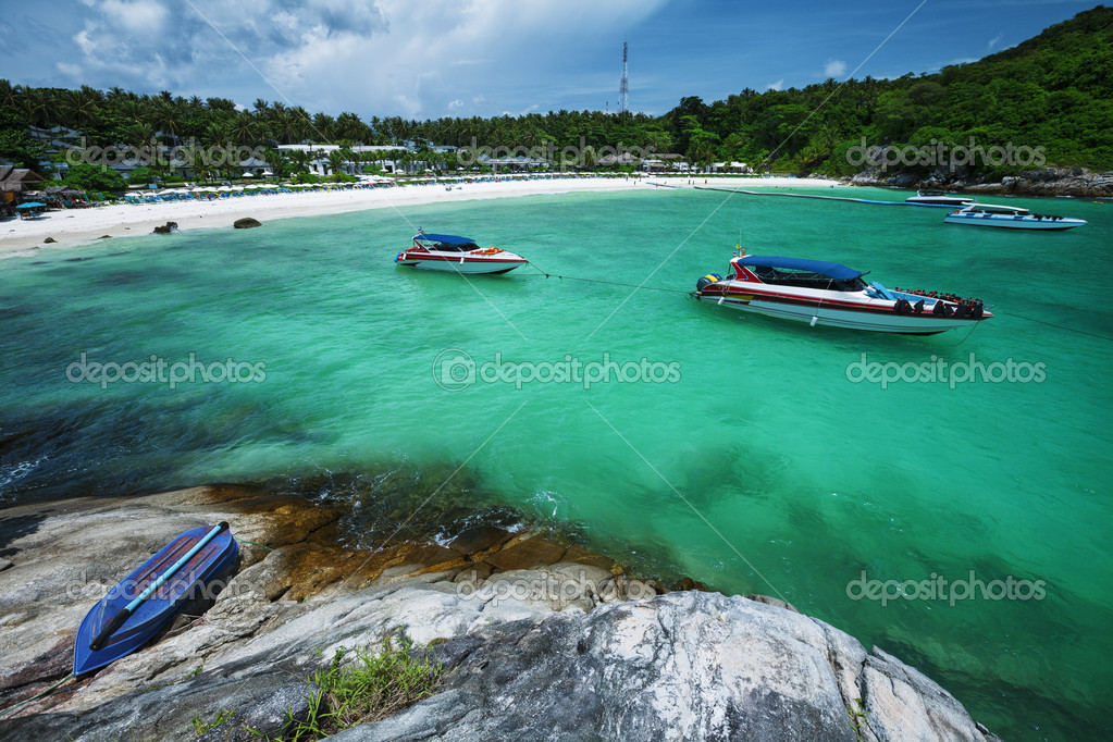 Tropical resort by the sea — Stock Photo #10394157