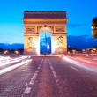 Evening traffic on Champs-Elysees in front of Arc de Triomphe (P — Stock Photo