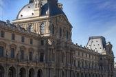 Louvre v paříži — Stock fotografie