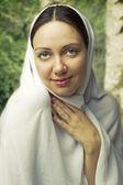 Beauty portrait of young beautiful woman — Stockfoto