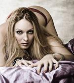 年轻性感的女人 — 图库照片