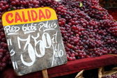 Red grapes at the local market — Stock Photo