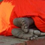 Unidentified hindu pilgrim sleeping — Stock Photo