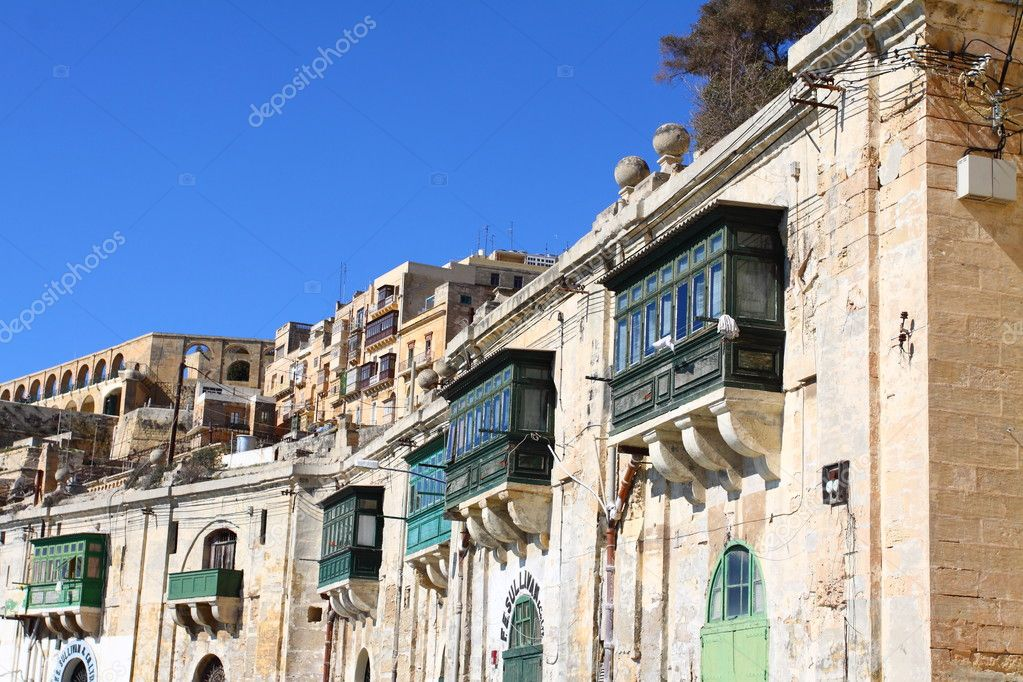 Traditional Maltese architecture in Valletta, Malta — Stock Photo #9721809