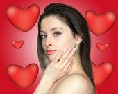 Retrato de mulher jovem e bonita segurando corações brilhantes backg — Fotografia Stock