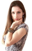 Retrato de muchacha hermosa melena con brazalete en la mano de iso — Foto de Stock