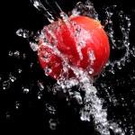Fresh water splash and apple — Stock Photo