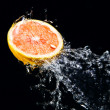 Water splash on grapefruit — Stock Photo