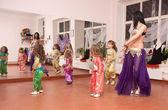 Oriental dance teacher teaches children — Stock Photo