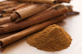 Cinnamon and cinnamon sticks — Stock Photo