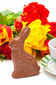 Easter chocolate bunny, tulips and tea — Stock Photo