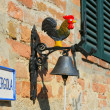 Colorful door bell with a cock on a wall of Tuscanian house — Stockfoto
