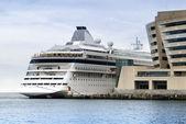 Cruise ship moored — Stock Photo