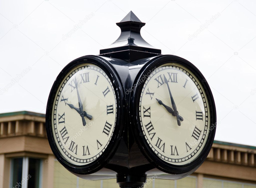 Street clock  at Harrison lake resort, reminding owl face — Stock Photo #10030098