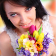 Young woman holding a bouquet — Stock Photo