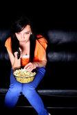 Giovane donna guardando la tv — Foto Stock