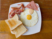 Scrambled eggs with bacon and toast — Stock Photo