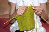 Vrouw breien — Stockfoto