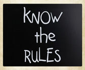"""Know the rules"" handwritten with white chalk on a blackboard — Photo"