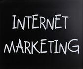 """Internet marketing"" handwritten with white chalk on a blackboar — Zdjęcie stockowe"