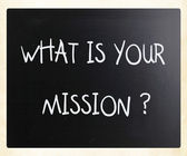 """What is your mission "" handwritten with white chalk on a blackb — Foto de Stock"