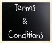 """Terms & Conditions"" handwritten with white chalk on a blackboar — Zdjęcie stockowe"
