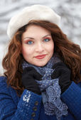 Woman outdoor in winter — Stock Photo