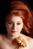 Lage belangrijke portret van een jonge vrouw — Stockfoto
