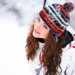 Woman playing in winter — Stockfoto