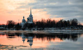 Nikolo Medvedsky Monastery in New Ladoga after sunset. — Stock Photo