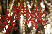 Red snow flake on a gold glitter background — Stock Photo